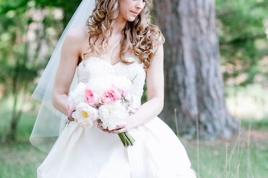 Pink-and-white-bridal-bouquet