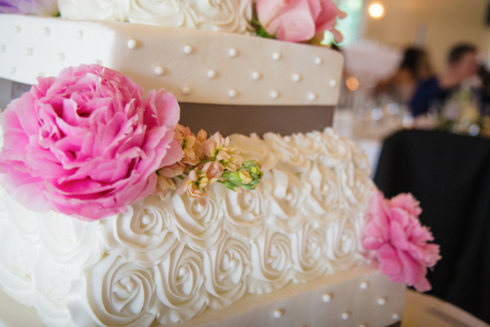 Fresh flowers on the cake