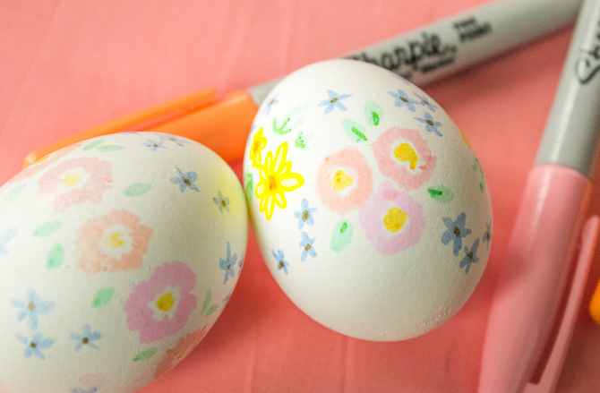 Draw-flowers-on-eggs