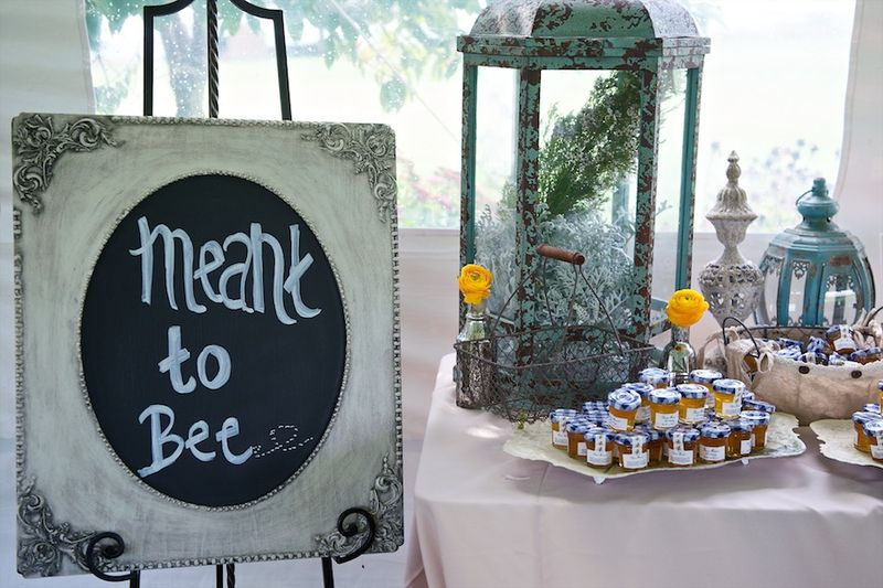 Meant to bee themed wedding