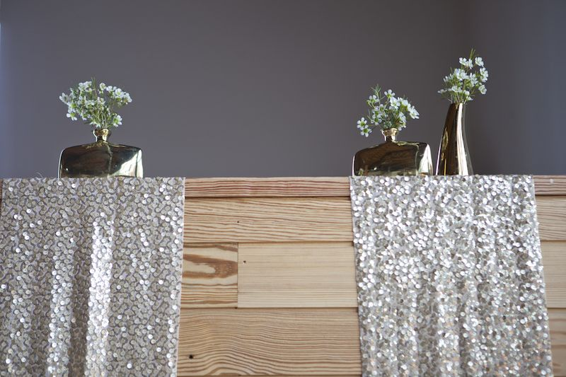 Gold table runners and bud vases