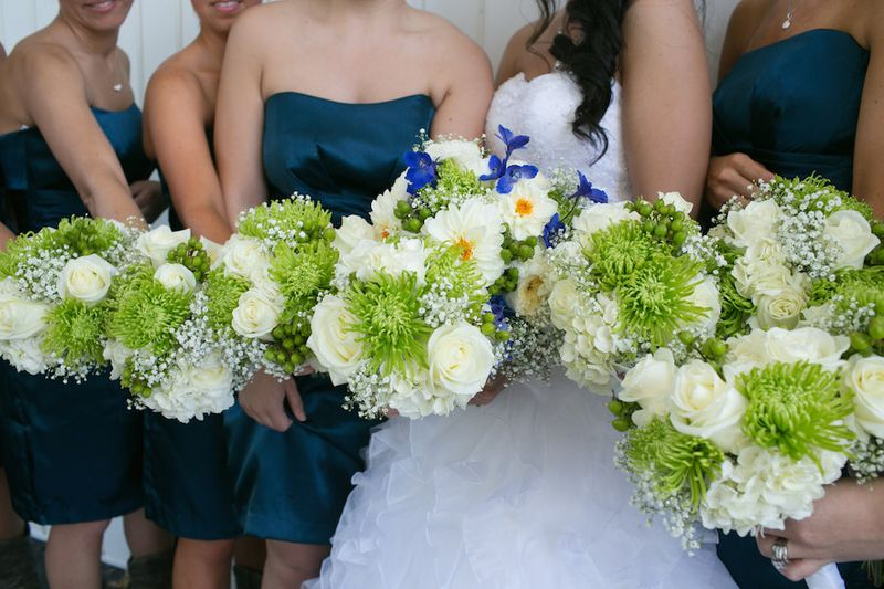Green-and-white-bridesmaids-bouquet