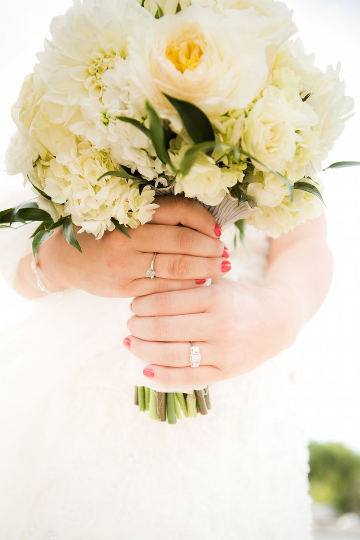 White-fall-bridal-bouquet