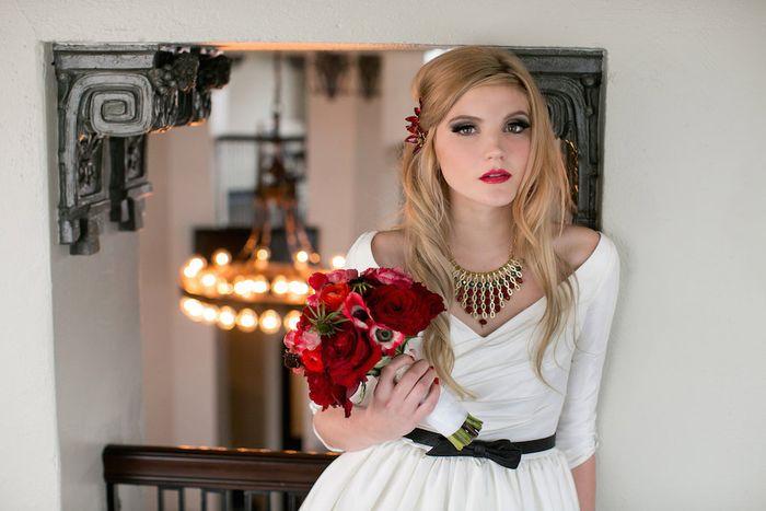 Red-garden-rose-bouquet
