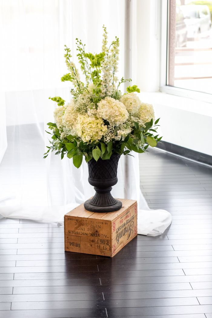 White-ceremony-arrangements