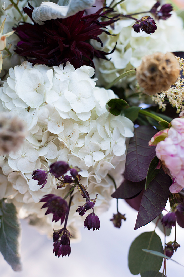 Swan-lake-themed-floral-decor