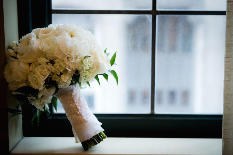 Classic-white-bridal-bouquet