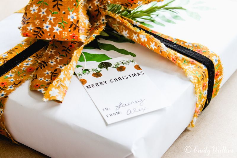 Hand-made-holiday-gift-wrap