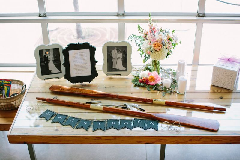 Oars as a guest book
