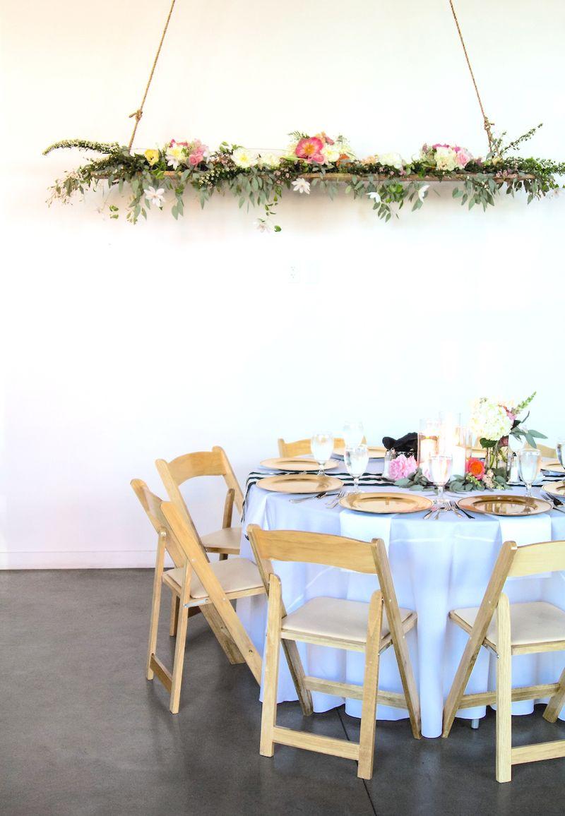 Hanging floral instillation