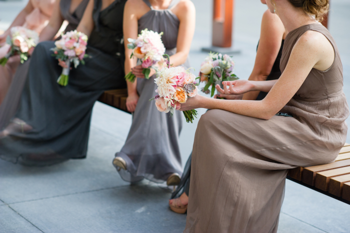 blush_bridesmaids_bouquets