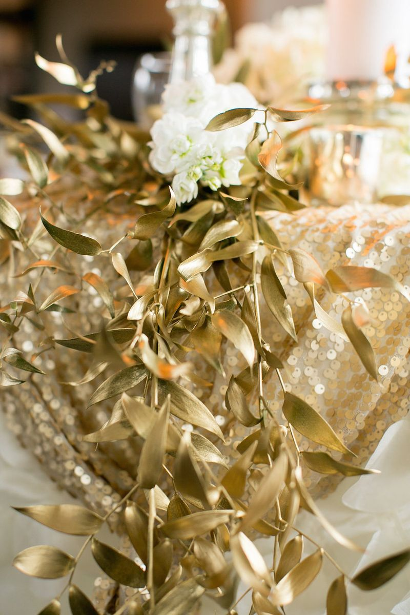 Gold-foliage-table-runner