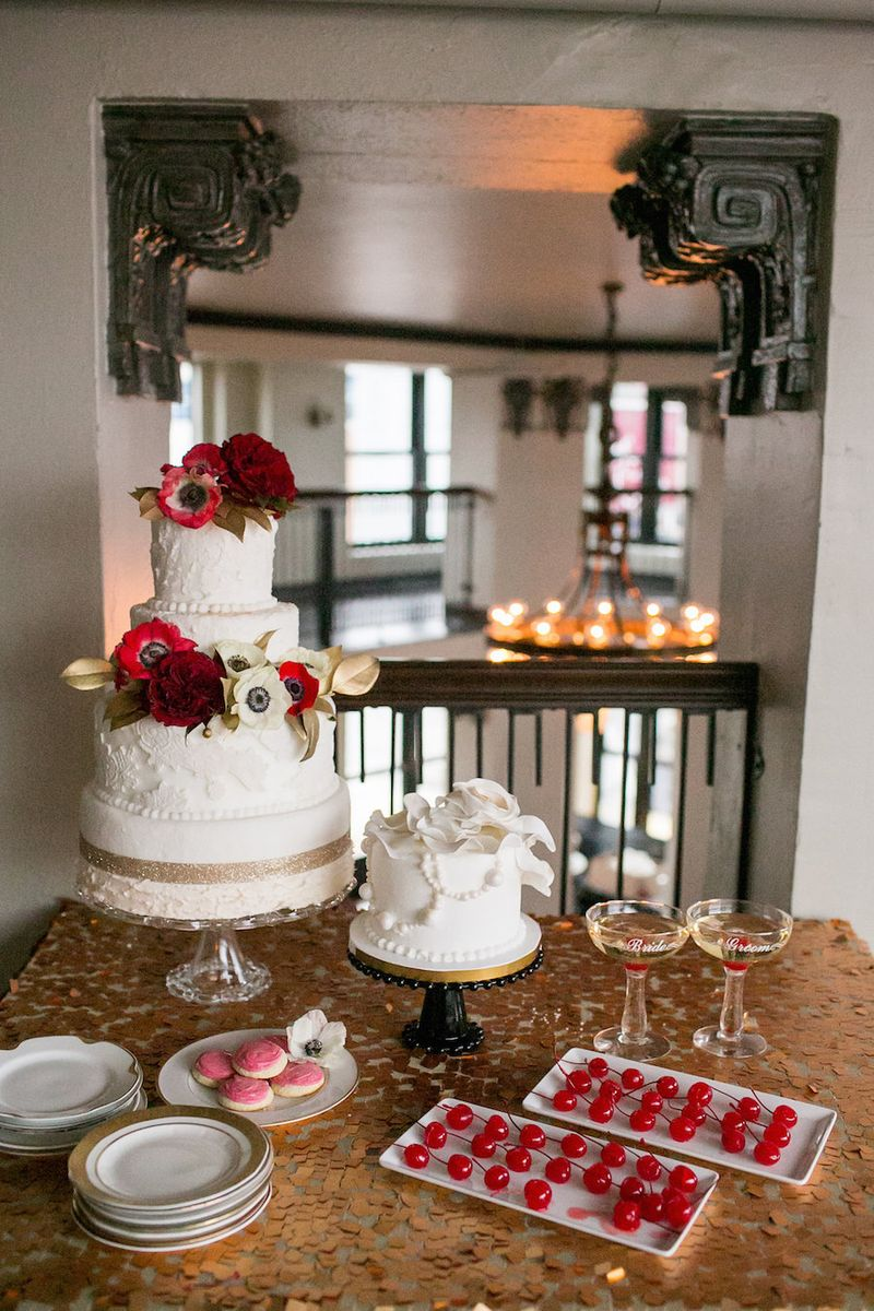 Gold-sequin-cake-table
