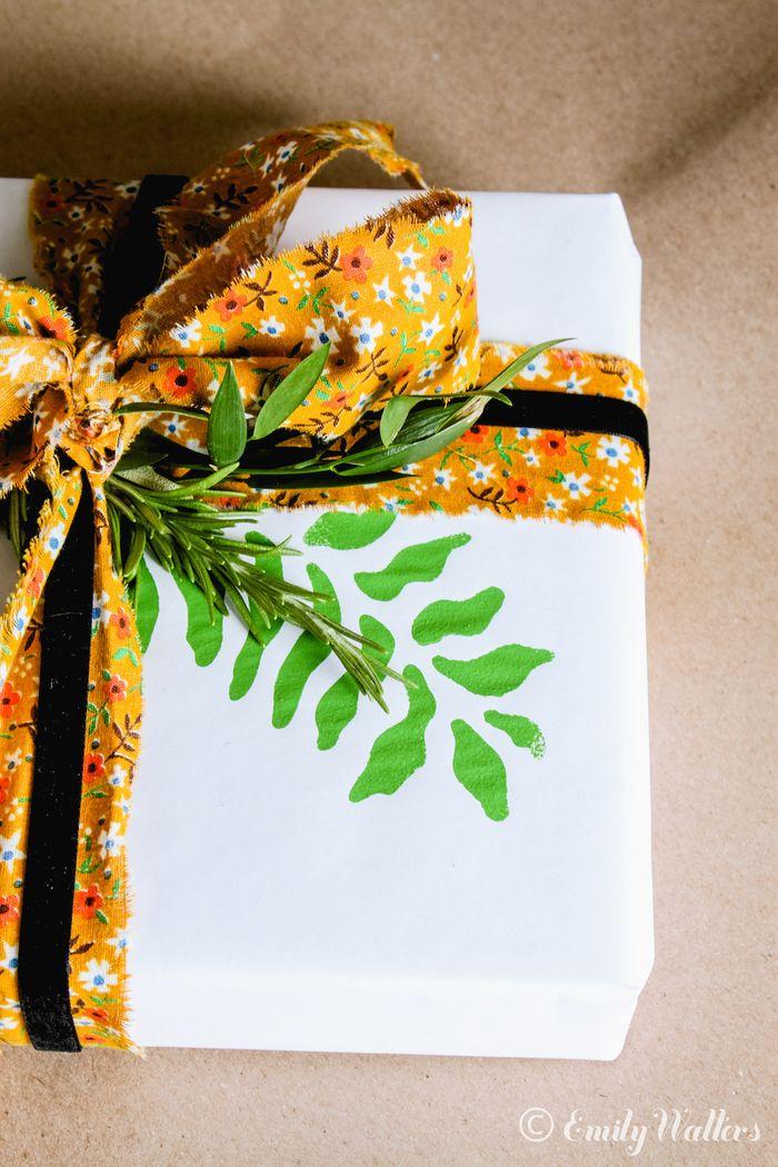 Custom-DIY-gift-wrap
