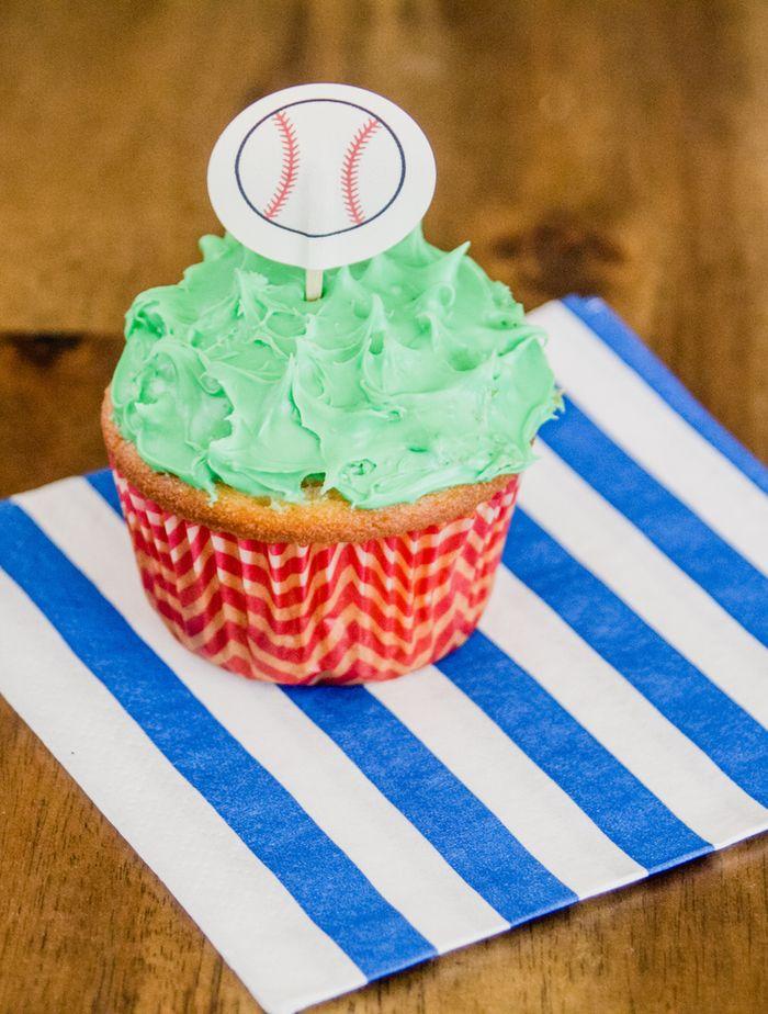 Baseball-themed-cupcakes