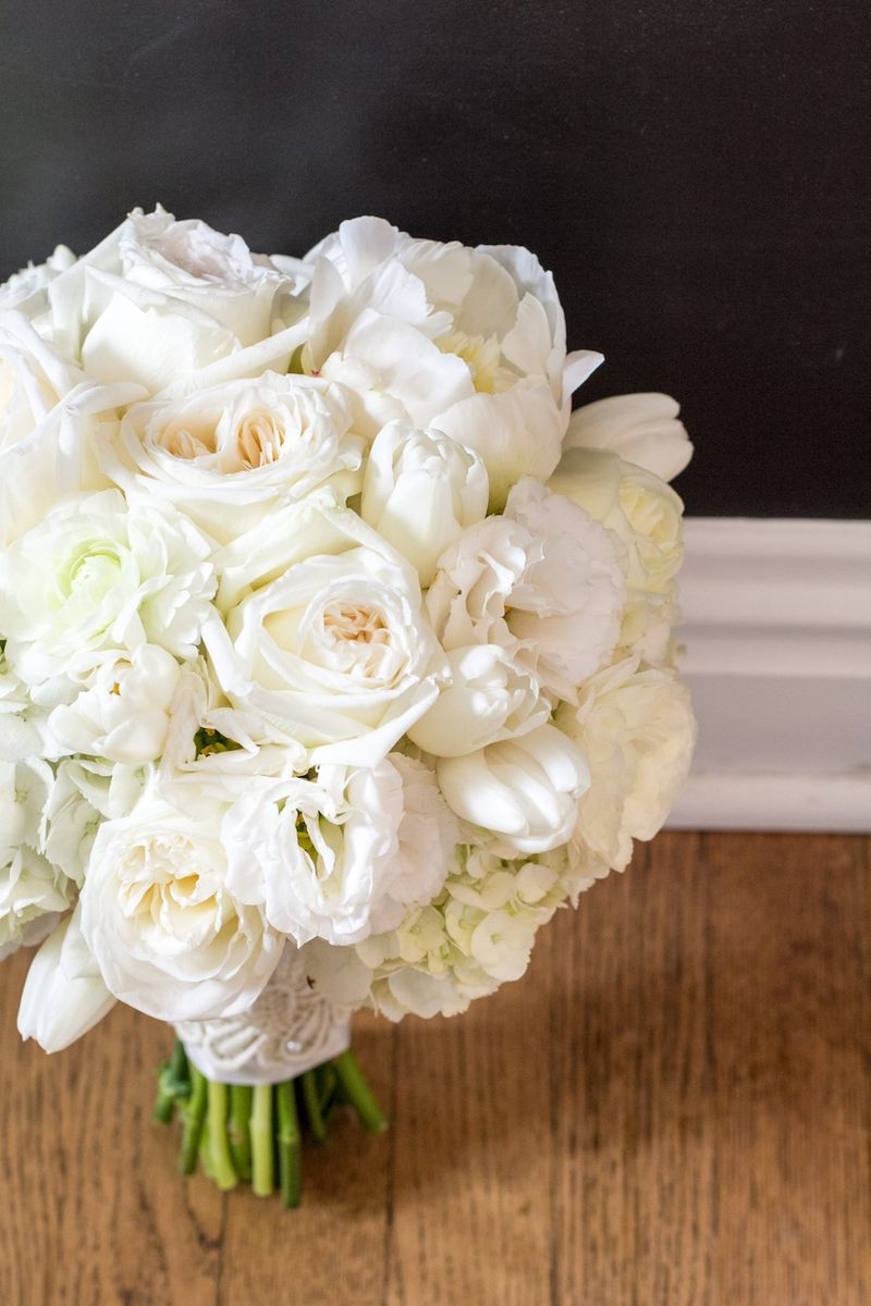 Peony-and-garden-rose-bouquet