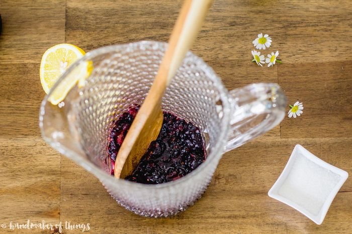 Muddle the blackberries